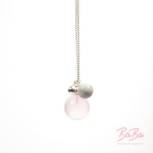 BaBa jewellery for happiness lange Silberkette mit Rosenquarz und Hellgrau