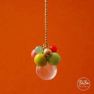 BaBa Sphere lange Kette mit farbigen Kugeln Anhänger